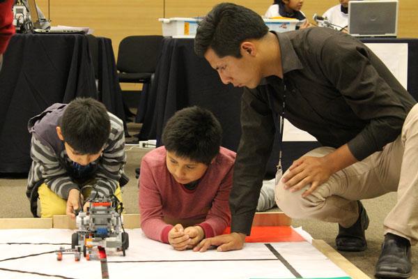 alumnos aprendiendo robotica 2016